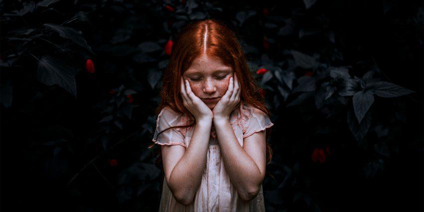 Depresja u dzieci i nastolatków nasiliła się w czasie pandemii COVID-19. Jakie sygnały powinny cię zaniepokoić?