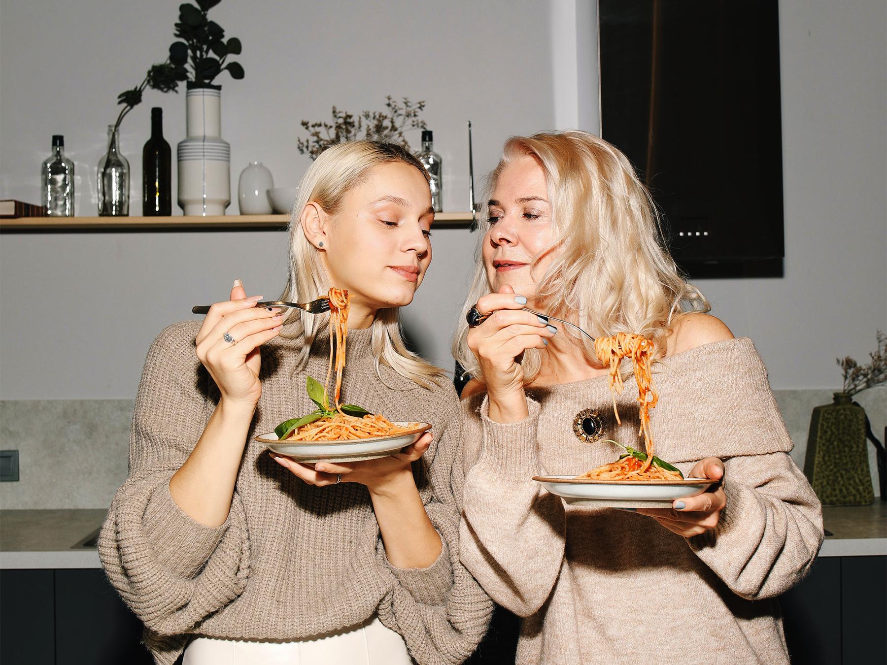 Jak sobie poradzić z objadaniem? Radzi dietetyczka Martyna Mańka